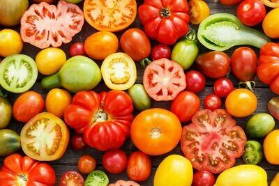 Produce / Vegetable / Single Organic Heirloom Tomato