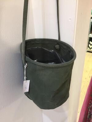 Cache Pot sac suspendu trois couleurs