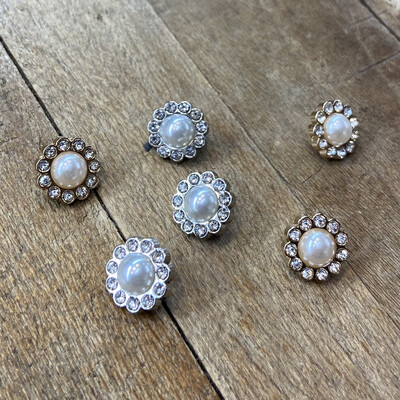 Bottone gioiello Fiorellino perla e strass