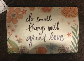 zipper pouch/vinyl/do small things saying