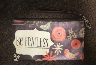 zipper pouch/large/vinyl/be fearless saying