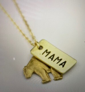 Jewelry/mama bear necklace/gold