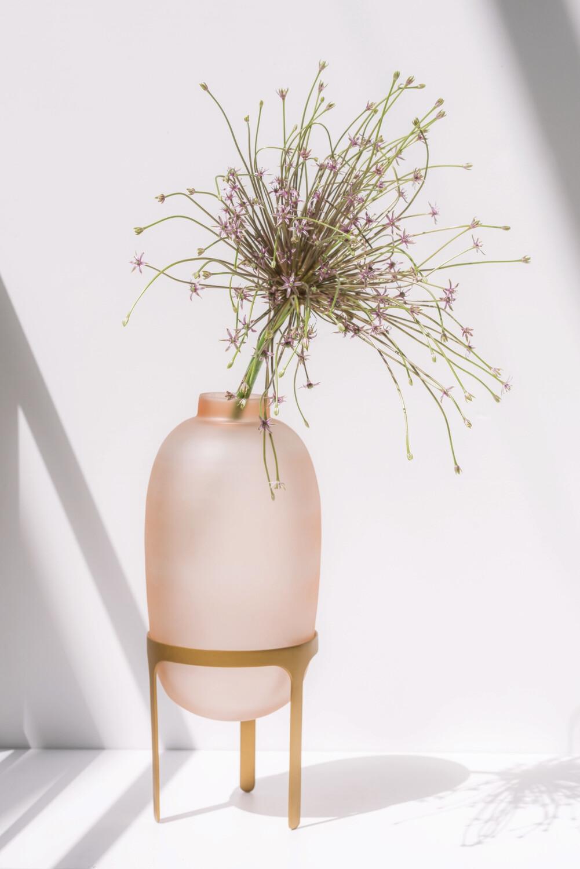 Vase sur pied rose