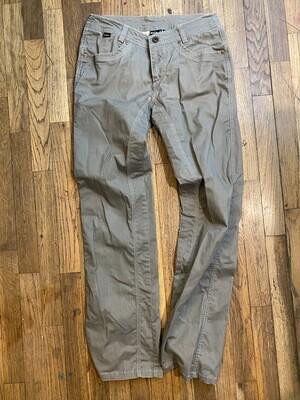 923 kUHL size 6 green pants women 082220