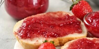 Iron Kettle - 500ml Strawberry Jam