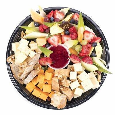 Plateau de fruits et de fromages en cube