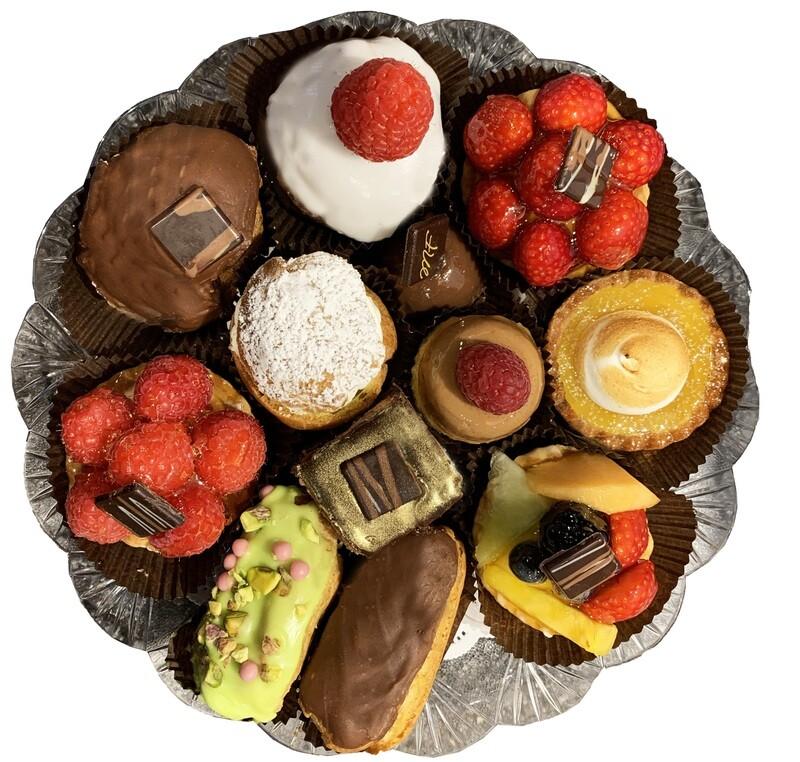 Plateau de pâtisseries miniatures