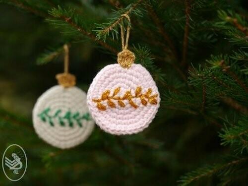 Haakpatroon Kerstbal met Borduursel