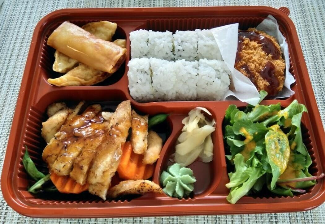 Roll Lunch Box (Chicken)