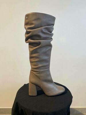 SVNTY Ruffle Boot Putty Grey