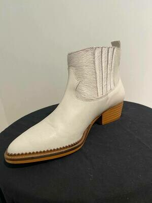 SVNTY cowgirl ponyboots wit