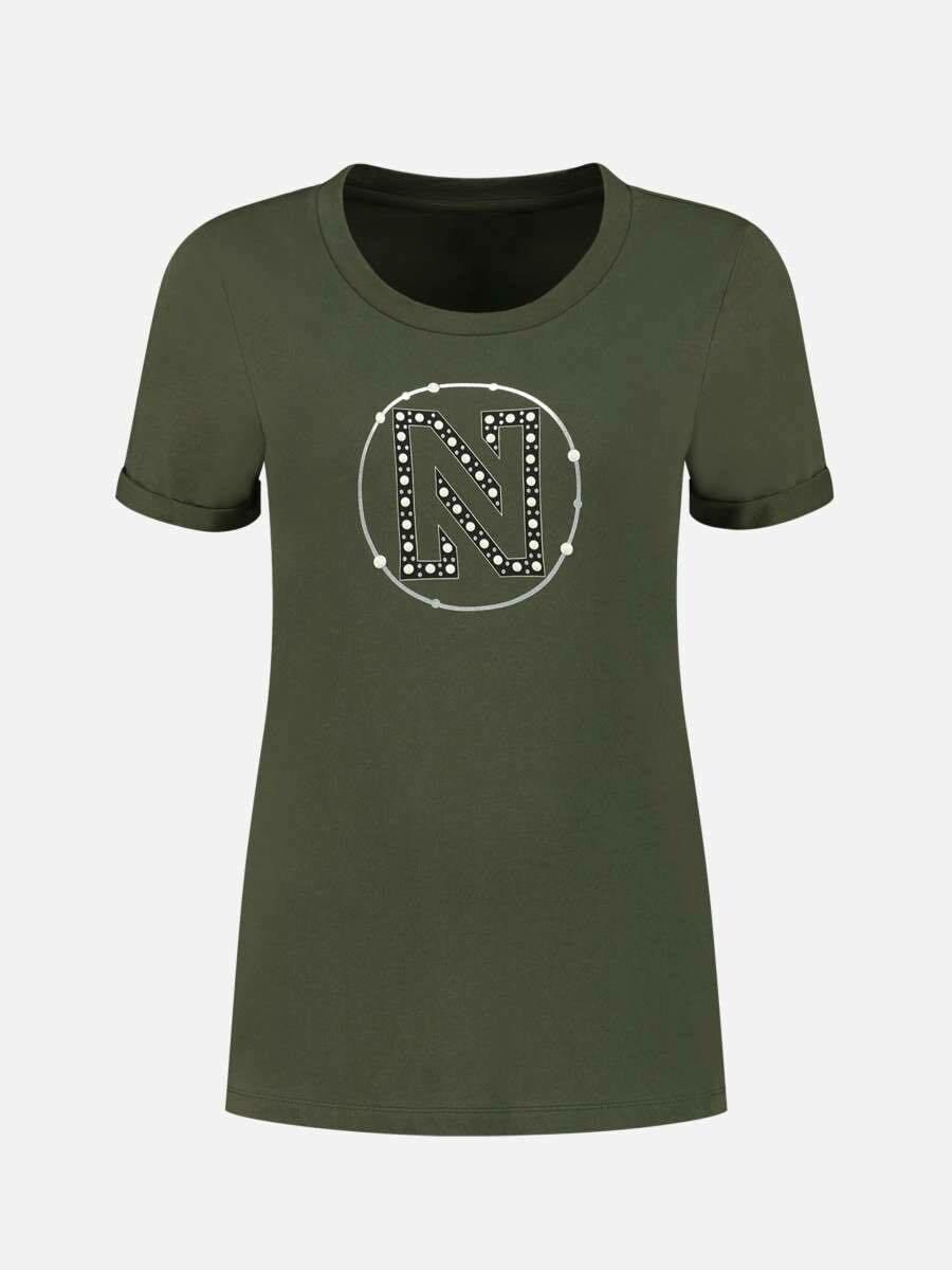 Nikkie Embossed N T-Shirt kakki met logo