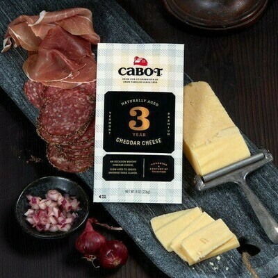 Cabot 3 Yr Cheddar 8 oz