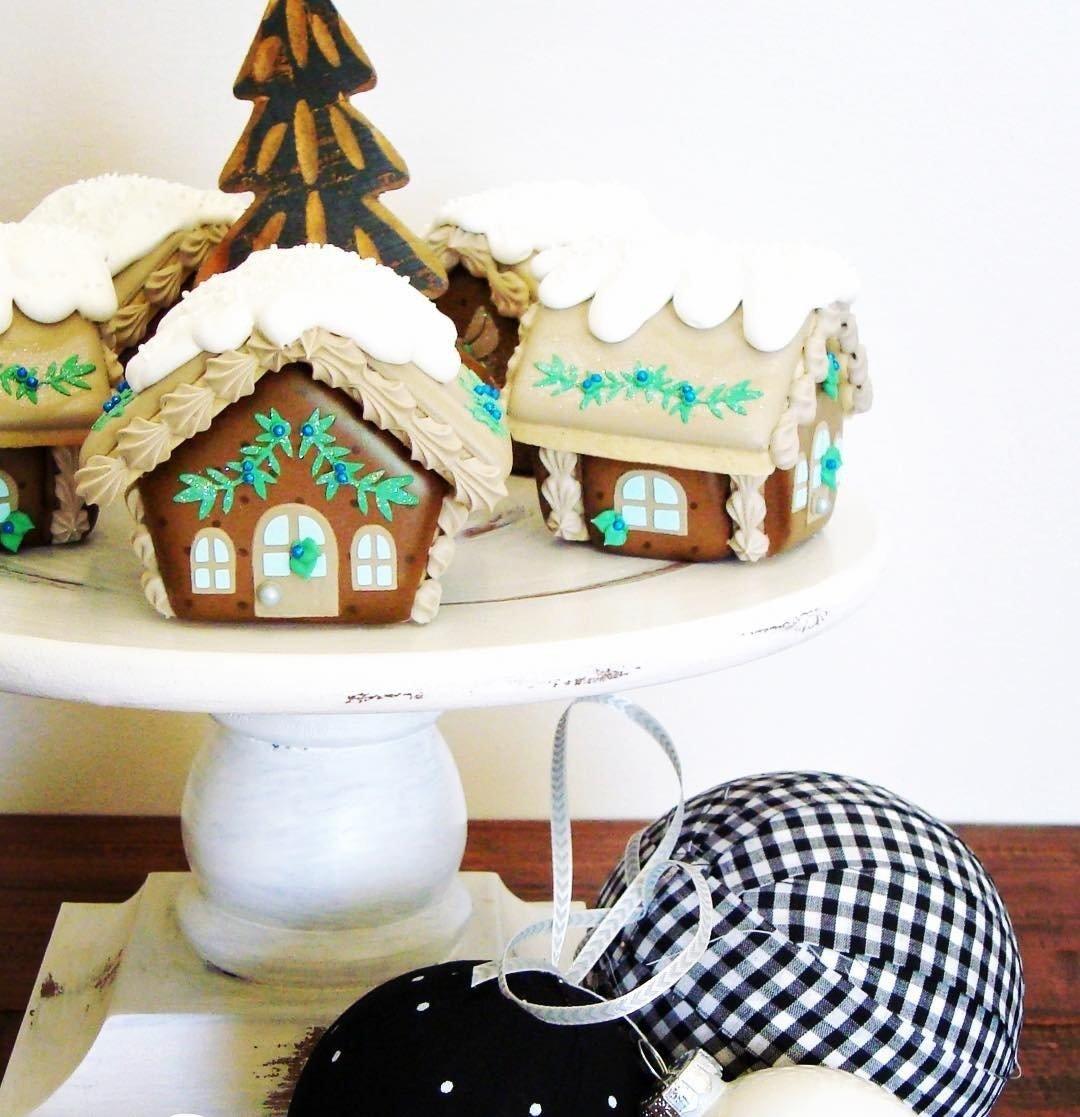 Blyss Gingerbread House 01