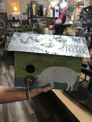 birdhouse w\pig