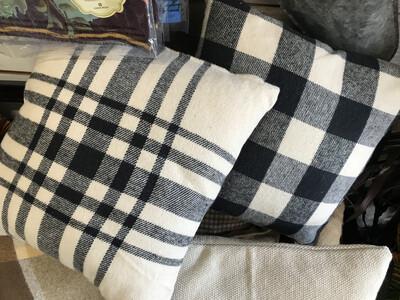 Black.& White Pillow