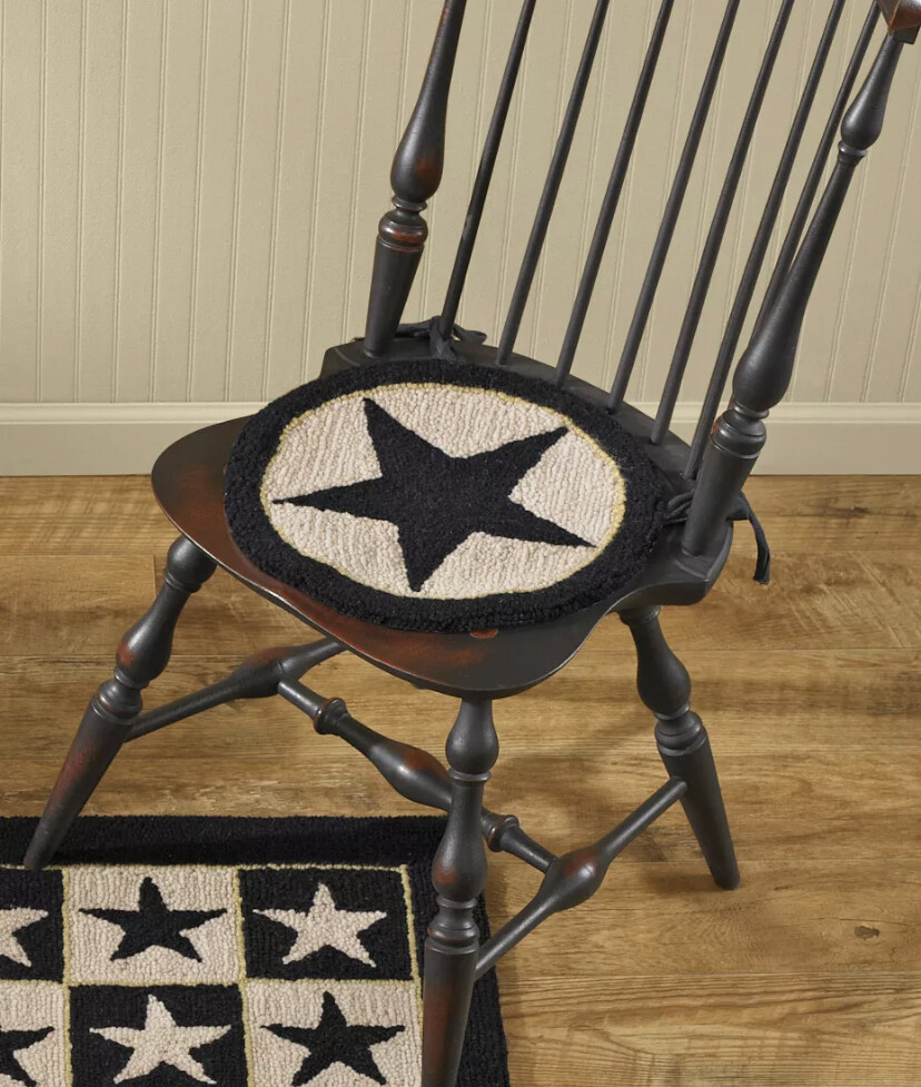 Black Star hooked chair pad 307-58