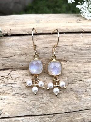 Moonstone & Pearl Aphrodite Earrings - GDFDLKE2