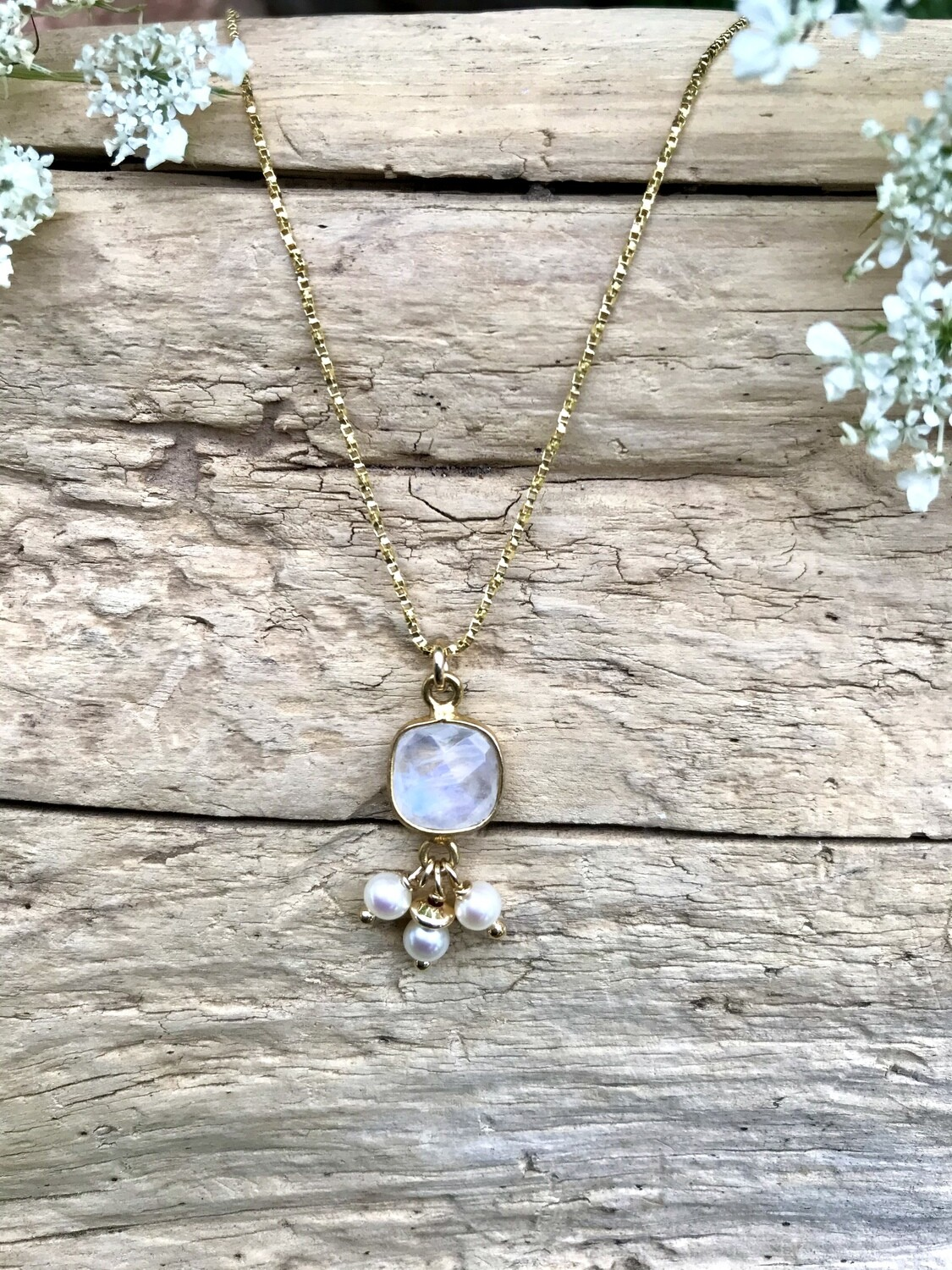 Moonstone & Pearl Aphrodite Necklace - GDFDLKN6
