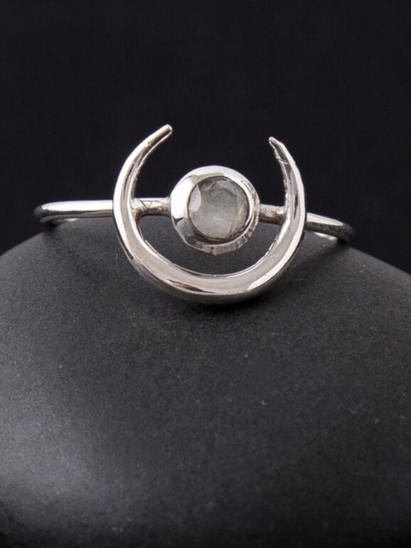 Sterling Silver Moon + Moonstone Ring - RB16