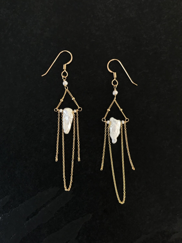 Venus Cornflake Pearl Duster Earrings - GDFDVE12