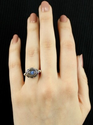 SIZE 6 - Sterling Silver Oval Labradorite Ring - RIG6104