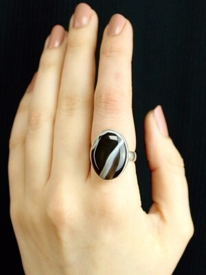 SIZE 9 - Sterling Silver Banded Agate Oval Ring - RIG9105