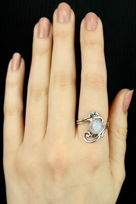 SIZE 8 - Sterling Silver Moonstone & Blue Topaz Ring - RIG8120