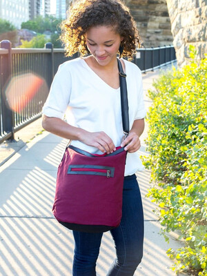 Fair Anita Zoom Maroon Canvas Purse