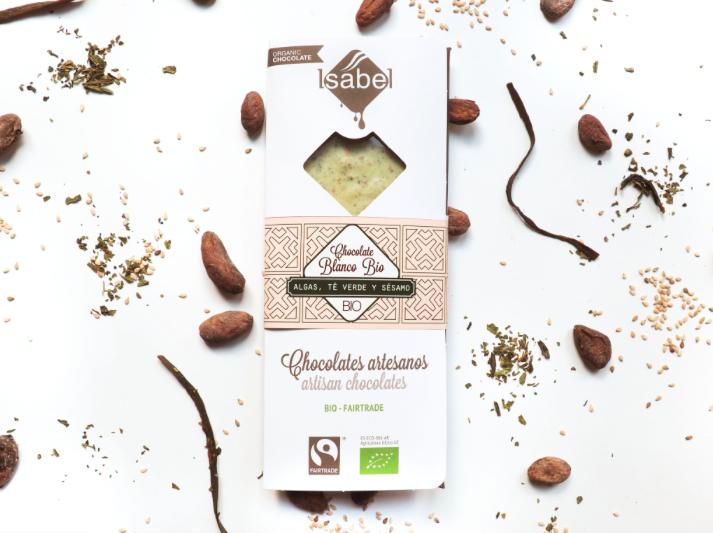 Biologische tablet van  witte Chocolade met Algen, Groene Thee en sesam 80 Gram (Doos 10 x 80 gram)