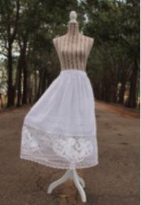 Puntas Tejidas a gancho Y Horquilla de 125 cm de contorno y 22 cm de Alto, tela de algodón.
