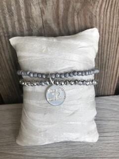 Armband grau mit Anhänger