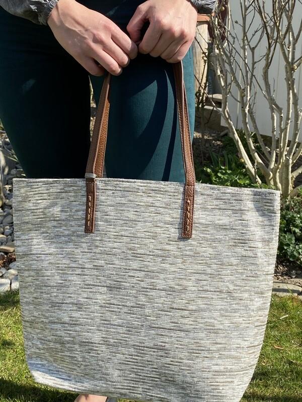 Leichte Tasche weiss-grau gemischt mit Glitzerfädeli