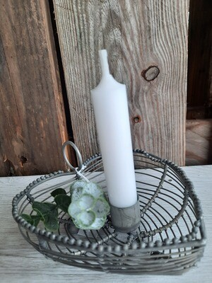 Kerzenteller - herzförmig aus Draht - mit Kerzen