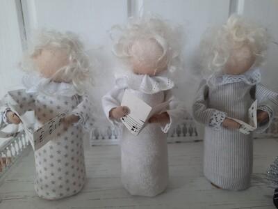 *Chor* Engel Frieda, Olga, Sopie und ds Trudi