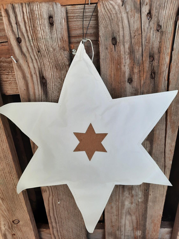 Stern mit integrierter Lichterkette