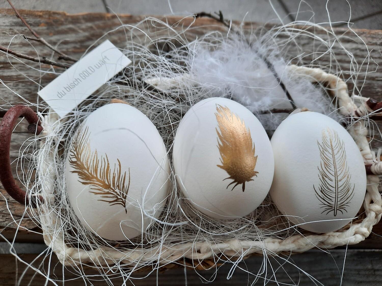 3 Eier (mit Möglichkeit zum Aufhängen) in Körbli
