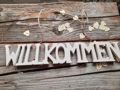 """ Willkommen "" Schriftzug zum Aufhängen"