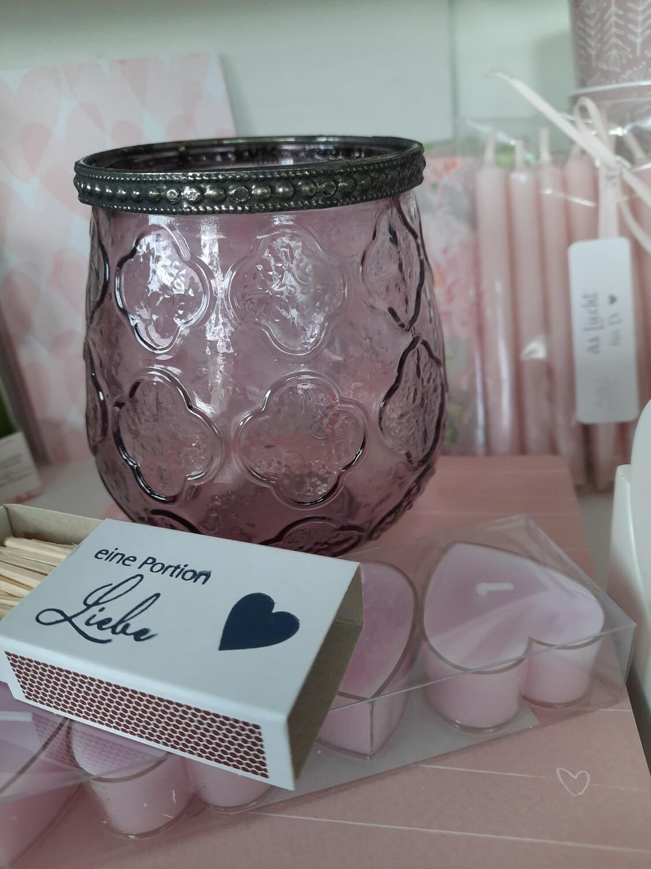 Kerzenglas violett, 4 HerzTeelichter und Zündholzschachteli