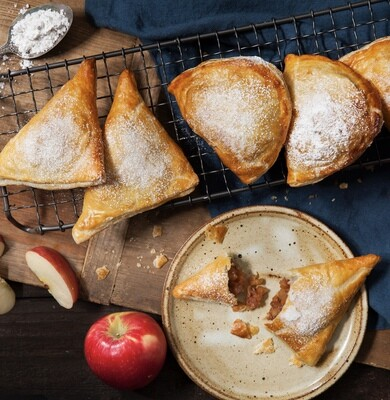 Apple Cinnamon Empanada (V)