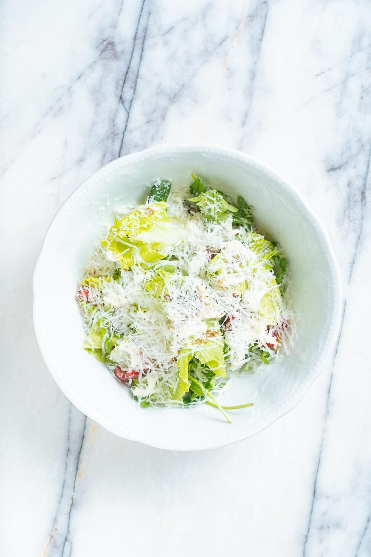 Салат с гранатом и козьим сыром