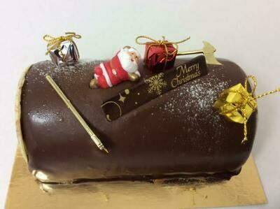 Double chocolate Christmas log 6 portions