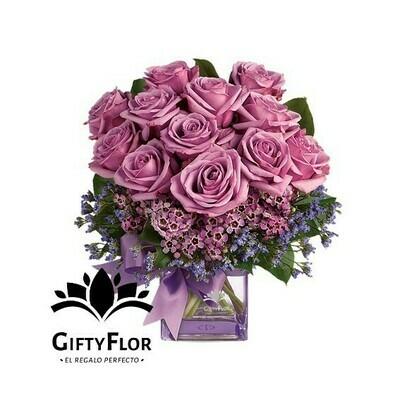 Camila | Rosas malva en florero cuadrado