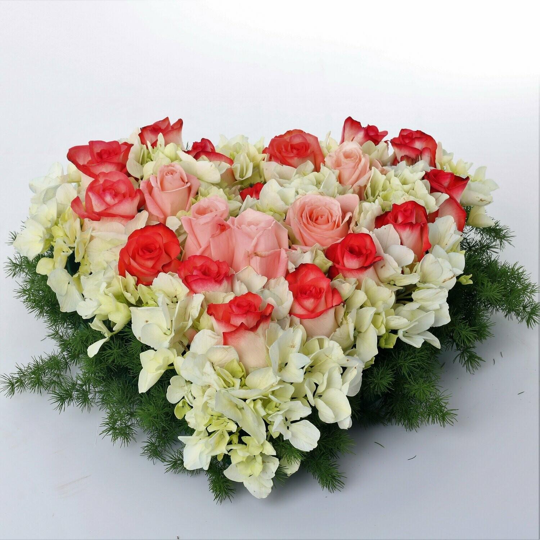 My Heart Arreglo de rosas y hortensias en corazón