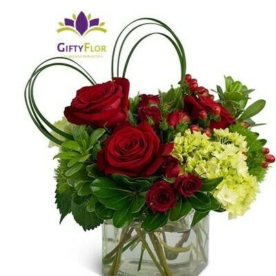 Eros | Rosas y hortensias en florero cuadrado