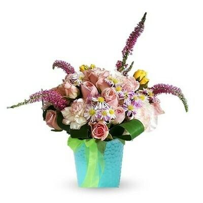 Bri arreglo con rosas y claveles en balde de metal