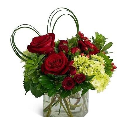 Dashny | Rosas y hortensias en florero cuadrado