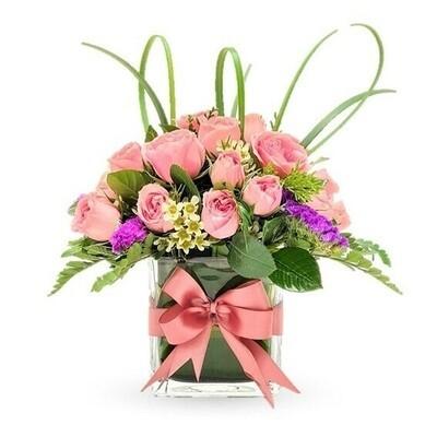 Sandra | Mini Rosas en florero cuadrado