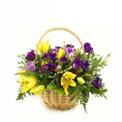 Vivian Canasta con lirios amarillos y lisiamthus