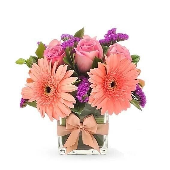 Ali Rosas y Gerberas en florero cuadrado